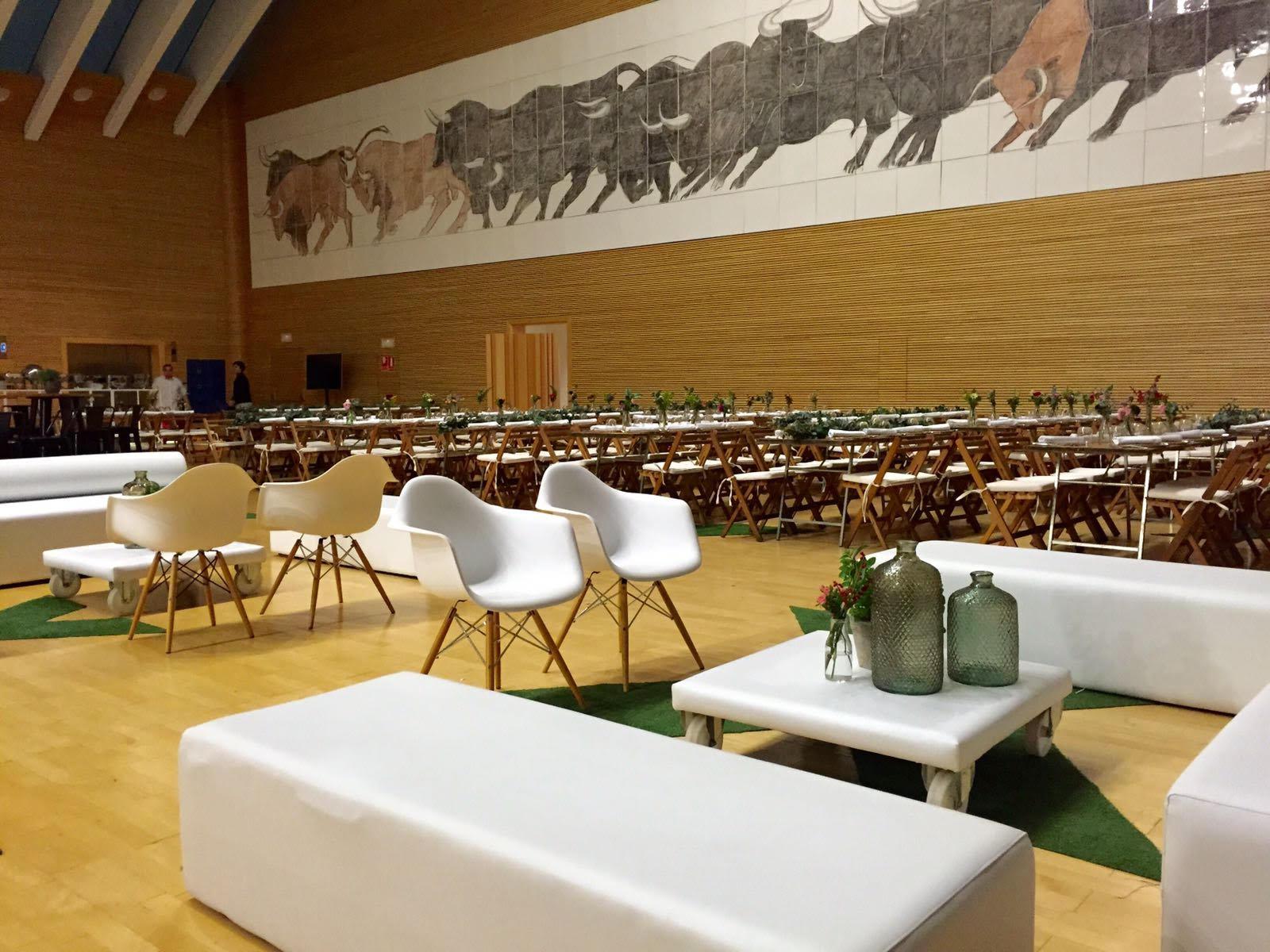 Mobiliario eventos en </br> <b> Sala Toros Palau </b> </br> Valencia