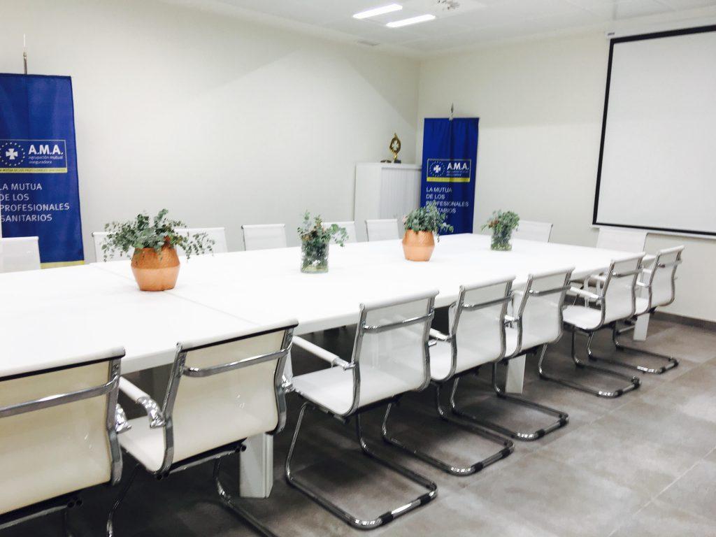 Mobiliario eventos en </br> <b> Sala reunión de empresas </b> </br> Madrid Valencia