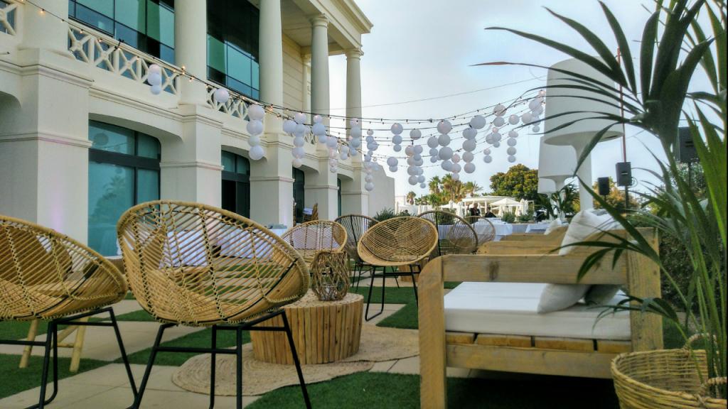 Mobiliario bodas en </br> <b> Hotel Las Arenas </b> </br> Valencia